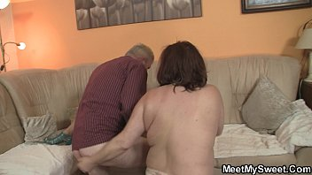 mature suck chubby to fuck and loves Sonfucki ng his