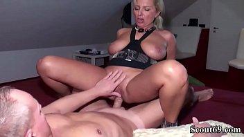 wixen erwischt beim Big tit ass stretchers 4 scene 1