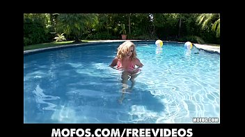 pool deeptroath blonde Latina free porn