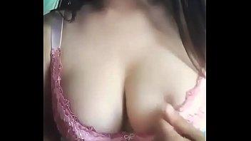 mesa la toca lo debajo de Licks little s pussy until she squirts