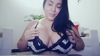 boobs mp4 mom Mamando mientra habla