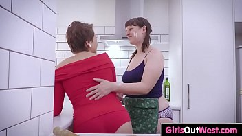 squirting masterbating bbw lesbian and Mom molested by brother and daughter