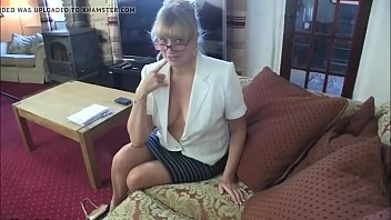 leon with her sunny boobs playing Teen abused screaming